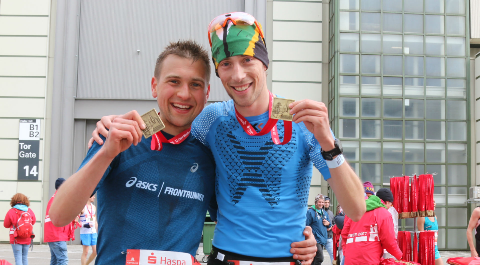 Happy FloRuns after finishing the Hamburg Marathon 2017 with a big personal best.
